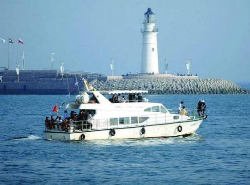 海上观光船